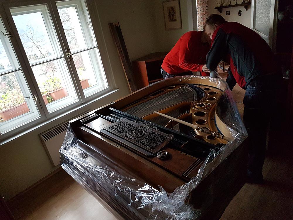 Stěhování klavírního křídla po Ústí nad Labem